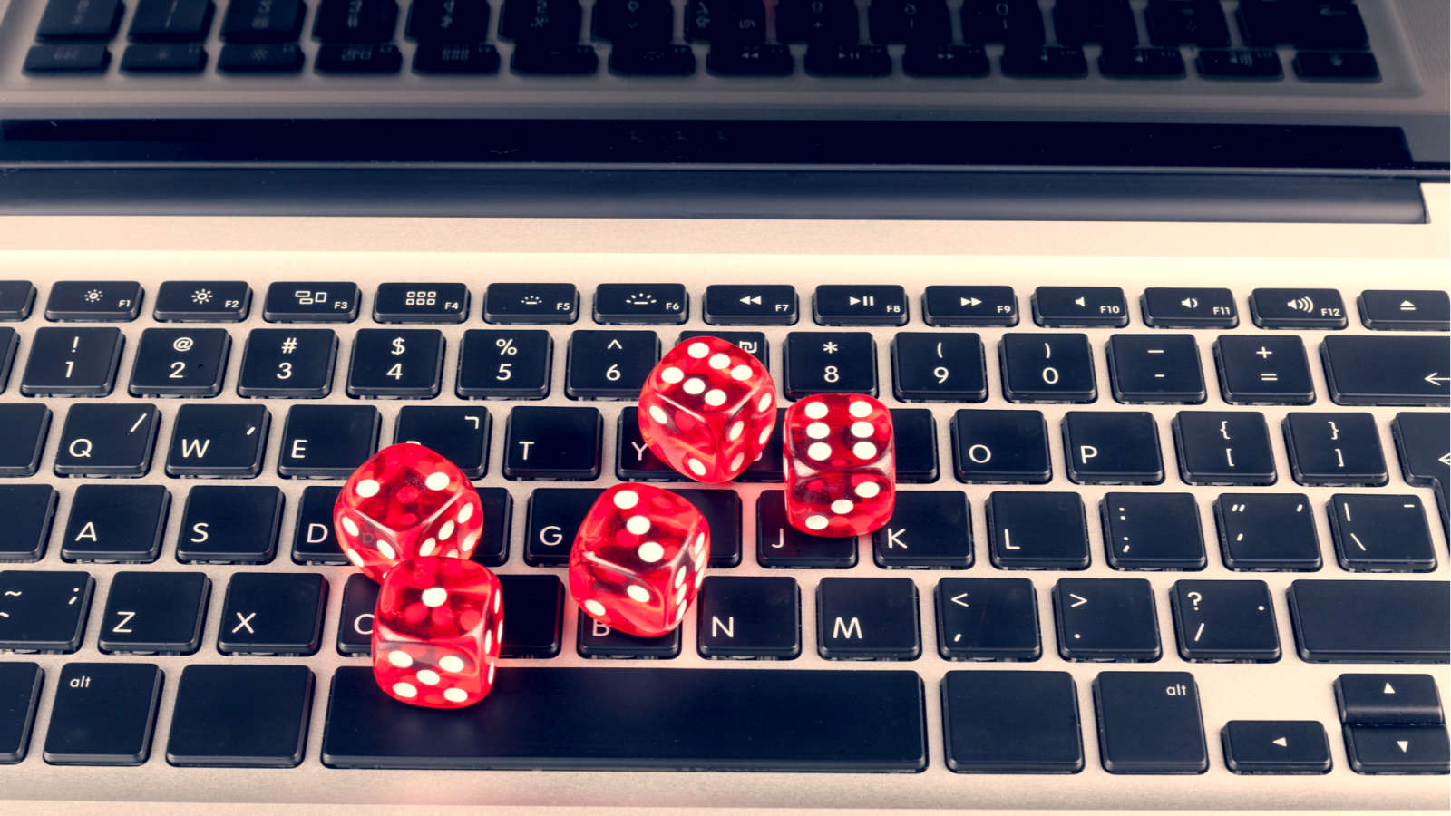 You Can Play These Popular Board and Card Games Online With Friends