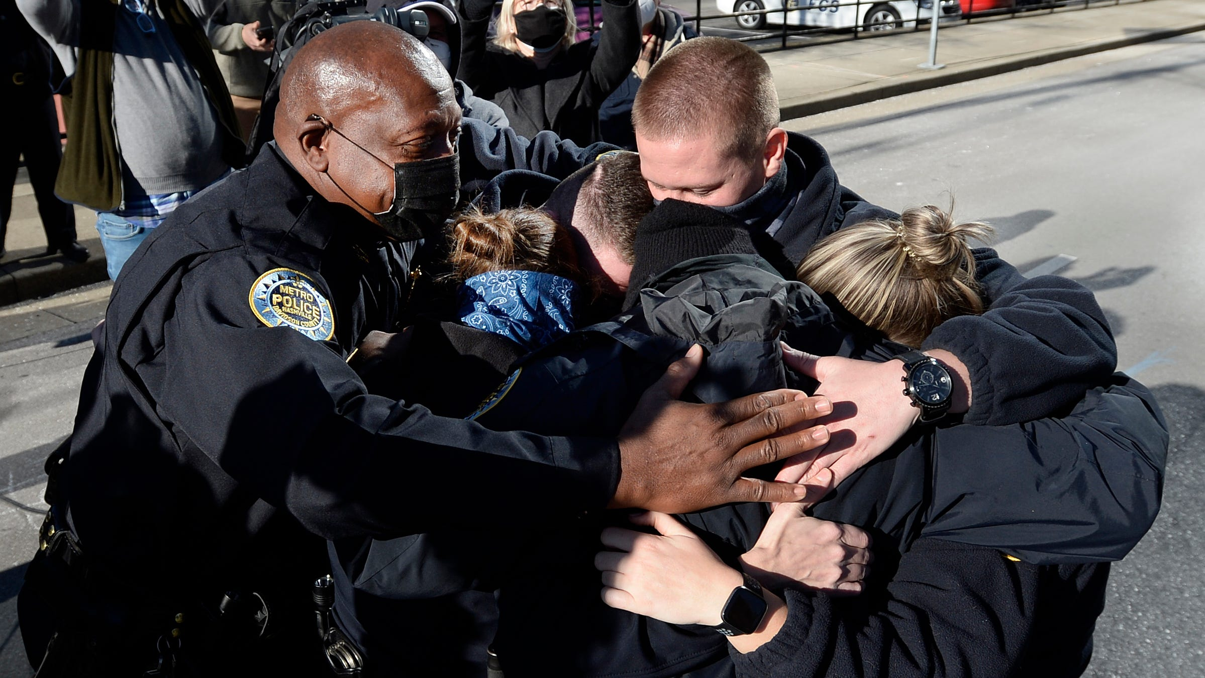 '15 minutes to clear the area': How Nashville police raced to save lives as a bomb ticked down