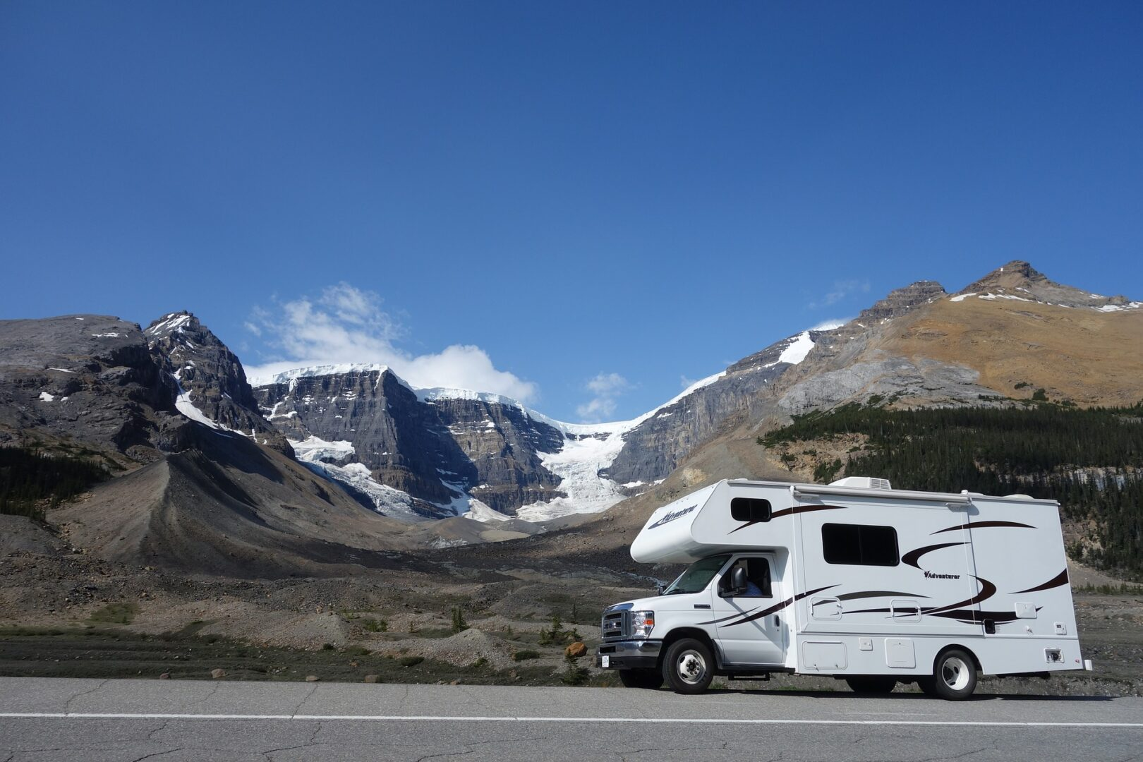 How Much do RVs Weigh? Updated 2021