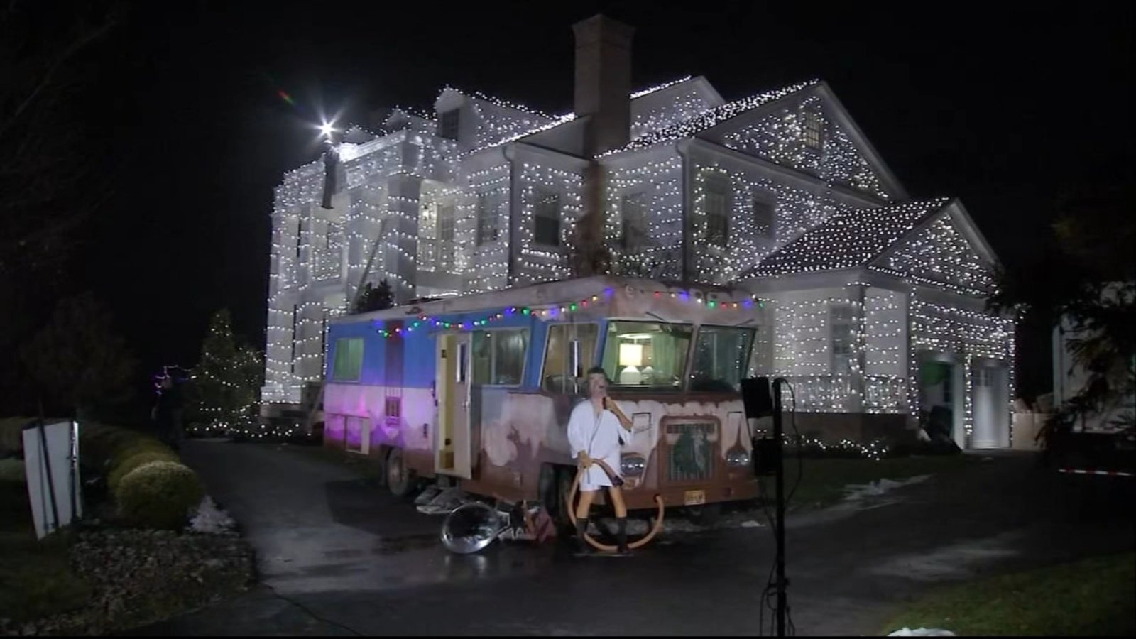 NJ Griswold house brings 'Christmas Vacation' to life, helps families in need