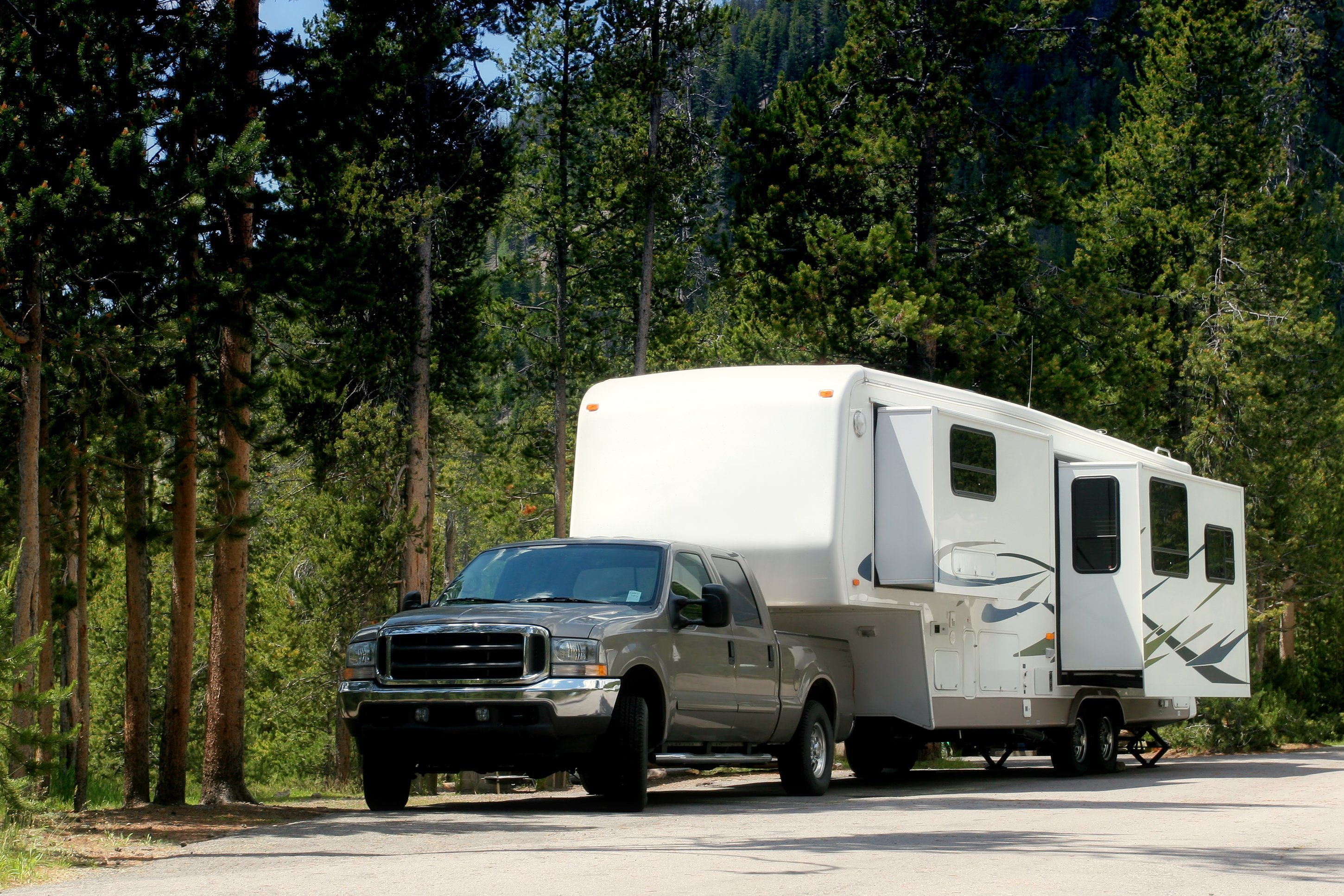 Tips for Driving While Towing a Trailer