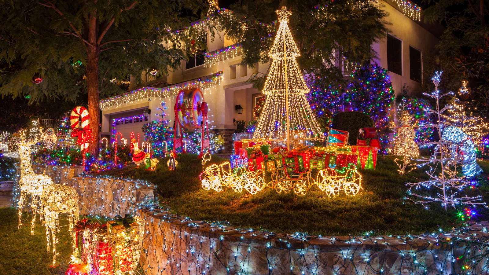 Use This Map to Find the Most Over-the-Top Holiday Decorations In Your Area