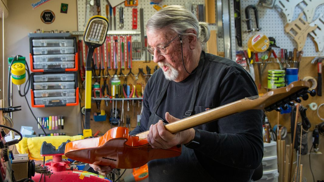 Nashville musician plays on after bombing with help from Lawrenceville man