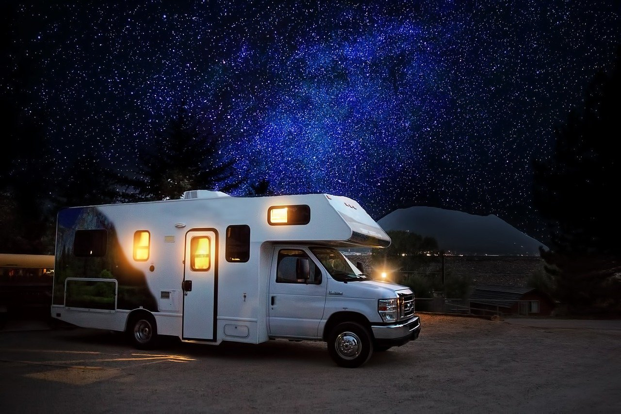 Top Reasons Why People Choose RV Lifestyle