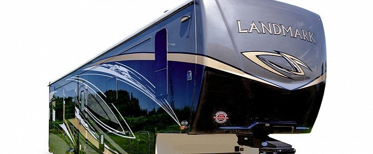 """Meet One of the Biggest RV Trailers Around, Appropriately Dubbed """"Landmark"""""""